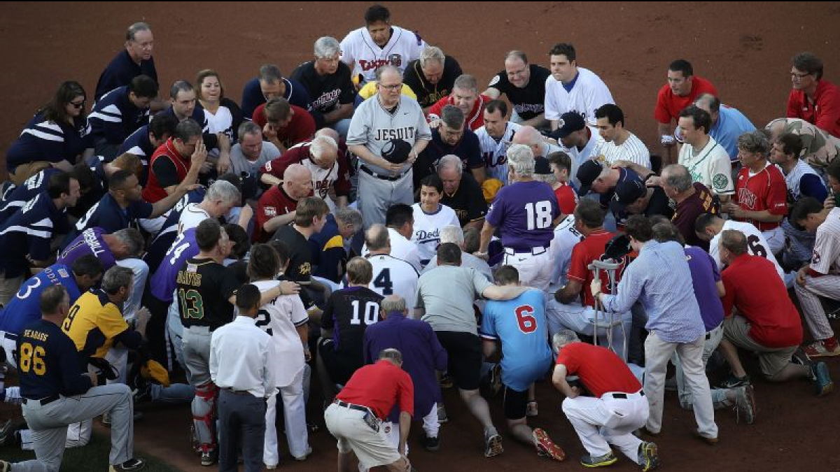 Democrats and Republicans Come Together to Pray Before 2017 Congressional Baseball Game